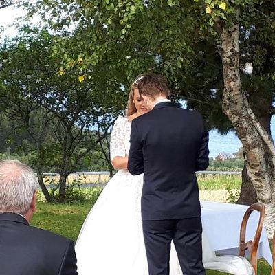 bryllup-utendørs-snefugl-gård