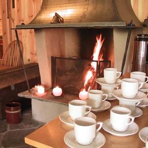 Klart for en kaffetår i peisestua
