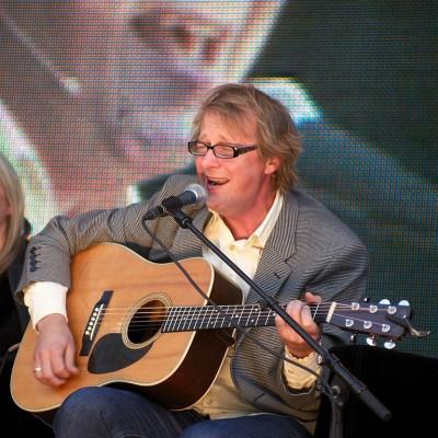 Lars Lillo Stenberg – sanger, gitarist og låtskriver
