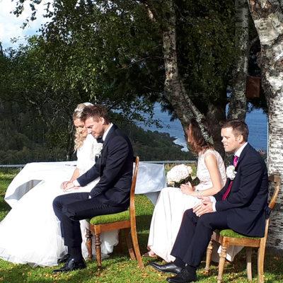 bryllup-forlovere-brudepar-utendørs-snefugl-gård