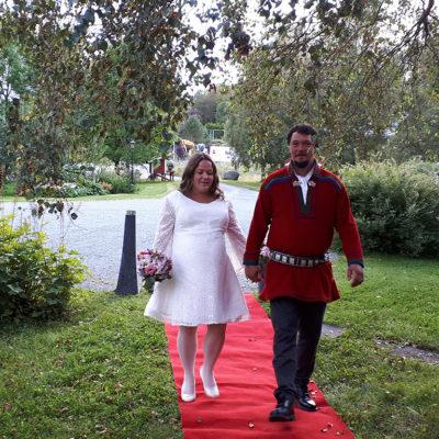 rød-løper-bryllup-snefugl-gård